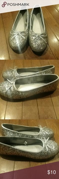 Glittery Flats Size 4.5 Sparkle Sparkle! Very cute silver glittery ballet flats with silver bows. Excellent never worn condition. Sturdy shoes! Xhilaration Shoes Dress Shoes
