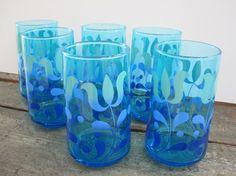 i love pretty vintage glassware!