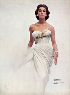 Fiona Campbell-Walter in white crêpe gown, draped and embroidered with gold feathers and sequins, by Jean Patou, photo by Richard Dormer, 1952 Vintage Mode, Vintage Gowns, Vintage Outfits, Vintage Style, Fifties Fashion, Retro Fashion, Fashion Vintage, Vintage Glamour, Vintage Beauty