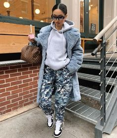 v neck outfit Baddie Outfits For School, Tomboy Outfits, Chill Outfits, Dope Outfits, Trendy Outfits, Winter Mode Outfits, Winter Fashion Outfits, Autumn Winter Fashion, Streetwear Mode
