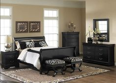 black furniture bedroom ideas this looks just like my sisters bedroom