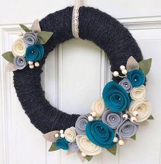 Front Door Wreath Yarn Wreath Felt Flower by TheVioletteBloom Felt Flower Wreaths, Felt Wreath, Wreath Crafts, Diy Wreath, Felt Flowers, Felt Crafts, Fabric Flowers, Yarn Wreaths, Tulle Wreath