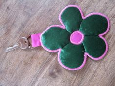 Blume+Samtgrünpink+von+HomeArbeit+auf+DaWanda.com