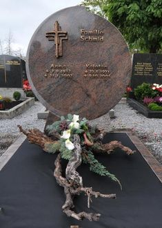 Arrangement All Saints ' day Funeral Flower Arrangements, Silk Arrangements, Dad Funeral Flowers, Casket Sprays, Cemetery Decorations, All Souls Day, All Saints Day, Free To Use Images, Sympathy Flowers