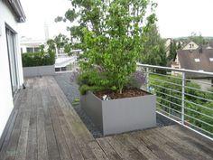 Pflanzkübel Fiberglas Anthrazit Fungiert Als Sichtschutz Auf ... Pflanzkubel Faserzement Balkon