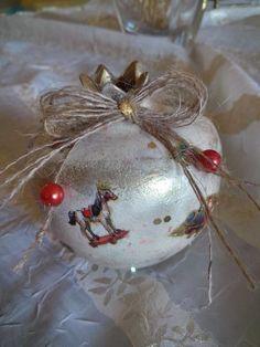 Christmas Balls, Christmas Crafts, Christmas Decorations, Christmas Things, Christmas Ornaments, Holiday Decor, Christmas Ideas, Lucky Charm, Nail Art Designs