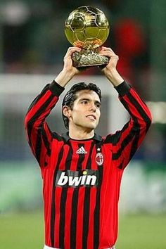 Kaka of AC Milan, winner of the Ballon d'Or 2007 Milan Football, Football Awards, Best Football Players, Football Team, Ricardo Kaka, Milan Wallpaper, Roberto Baggio, Soccer Inspiration, Ballon D'or
