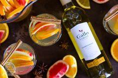Herfst sangria met witte wijn Cocktails, Drinks, Sangria Punch, Organization Hacks, Rum, Sweet Home, Future, House Styles, Bottle