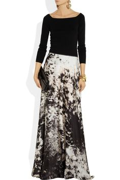 Love this look! Just Cavalli ~ Printed satin maxi skirt. Maxi Skirt Black, Maxi Skirts, Long Skirts, Pretty Outfits, Beautiful Outfits, Modest Fashion, Fashion Outfits, Women's Fashion, Versace Top