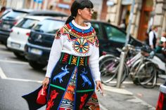 Laura Comolli indossa Stella Jean total look, streetstyle mfw day 1 - Look…