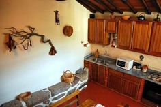 Casa do Forno Valezim, Seia Set within Serra da Estrela Natural Park, Casa do Forno 1 is a quaint two-bedroom holiday home . It is located in Valezim village, 10 km from Seia city. The house features a TV, a sofa, a double and a twin room, and a bathroom with shower.