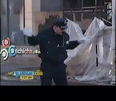 Oficial de Policía Rhode Island Bailarin En Navidad y La Doña Campanita #video   Cachicha.com