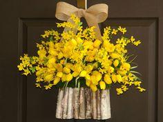 adornos de puerta de guirnaldas de verano guirnalda tulipanes amarillos forsythia corona de decoración abedul corteza florero de pared