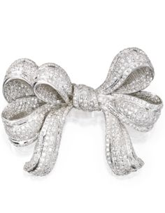 18 KARAT WHITE GOLD AND DIAMOND BROOCH Estimate: 8,000 - 10,000 USD  LOT SOLD. 15,000 USD  (Hammer Price with Buyers Premium) Designed as a bow set throughout with numerous round diamonds weighing approximately 11.50 carats