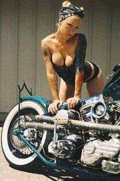 According to the report, most part of female motorcycle rides was originally the passenger. So why do they become a motorcycle rider later? For some reasons: firstly, they want to experience the. Custom Moto, Bobber Custom, Custom Bikes, Biker Chick, Biker Girl, Chopper Cruiser, Pin Up, Chicks On Bikes, Hot Bikes