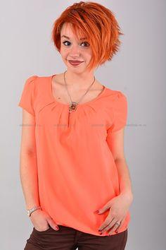 Блуза В0426  Цена: 490 руб  Размеры: 42-50    Оригинальная блуза с короткими рукавами, свободного кроя.  Выполнено из легкого материала однотонной расцветки.  Низ на эластичной резинке.  Состав: 100 % шифон.  Рост модели на фото: 156 см.     http://odezhda-m.ru/products/bluza-v0426     #одежда #женщинам #блузкирубашки #одеждамаркет