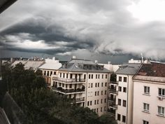 """126 Likes, 2 Comments - Gabriella Buzas (@epicstreetstyle) on Instagram: """"Fleeee for your liiives 😈 . ."""" gloomy sky storm supercell skygazing skysultans city rooftop view"""