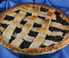 Whoever invented huckleberry pie was a great person. There is absolutely nothing else that tastes quite like a huckleberry pie. Pie Recipes, Dessert Recipes, Vegan Recipes, Dessert Ideas, Sweet Recipes, Easy Recipes, Vegan Pie Crust, Crust Recipe, Pear Pie