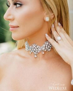 We've never come across a jewelled #choker that we didn't like and this glittering beauty is no exception! | Photography By: Purple Tree Photography | WedLuxe Magazine | #luxury #wedding #luxurywedding #weddinginspiration  #beauty #fashion #bridal #bridalbeauty #jewellery #accessories