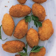 Serrano Ham Croquettes With Manchego Cheese. Manchego is the queen of all Spanish cheeses. There are many tapas applications for this fine cheese but these croquettes hit the spot. Bite Size Appetizers, Hot Appetizers, Appetizer Recipes, Tailgate Appetizers, Wedding Appetizers, Party Recipes, Shrimp Recipes, Recipes Dinner, Manchego Cheese Recipes