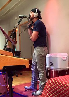 Working in the studio for ❤️ Luke Bryan ❤️ Country Men, Country Music, Country Strong, Luke Bryan Pictures, Luke Brian, Best Country Singers, Bae, Scotty Mccreery, Jason Aldean