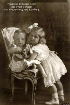Prince Christian Oskar of Hanover (1 Sept. 1919--10 Dec. 1981), 4th child of Viktoria Luise, Duchess of Brunswick, nee Princess of Prussia, as a baby with his sister Princess Frederica.  In 1963 Prince Christian eloped with a commoner, Mireille Dutry.  The couple had 2 daughters, Princess Caroline-Luise and Princess Mireille.  Can't find an adult pic of Christian, nor any pics of his kids, so I'm moving on to the next descendant.
