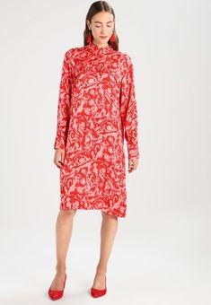 c15c2d093af555 MARBLE DRESS - Korte jurk - lava
