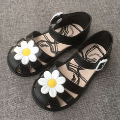 Kids Baby Girls Jelly Sandals Slippers Children S Leisure Non Slip Flowers  Shoes Slippers Child Princess Shoes Beach Sandals-in Sandals from Mother    Kids ... 66ac475cf8ab