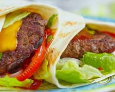 Burgers tortillas with lean ground beef and raw vegetables - Miam - Raw Food Recipes Raw Food Recipes, Meat Recipes, Snack Recipes, Healthy Recipes, Hamburger Recipes, Tortillas, Minced Meat Recipe, Raw Vegetables, Bruchetta