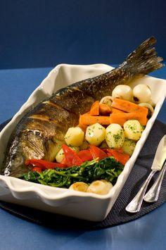 Жареный деликатес, иначе и не скажешь. Блюдо Премиум класса, хотя не требует особых умений и навыков, не содержит необычных ингредиентов, а на вид простое барбекю. Вся деликатесность заключается в самой рыбе, ведь сибас для большинства гурманов — ресторанное блюдо. Рыбу стоит попробовать и оценить, так как гастрономическая экскурсия — это не только расширение кругозора, но […]