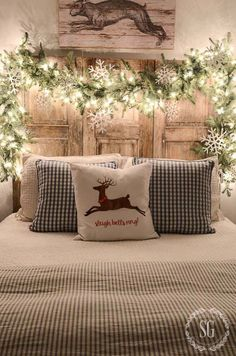 Incredible Rustic Farmhouse Christmas Decoration Ideas 23