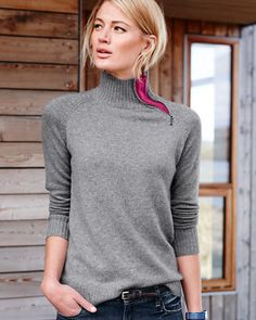 Our Cashmere Turtleneck Sweater gets a sporty edge with zipper detail at the neck. Whether you zip it all the way up or zip it down to show a dash of contrast. We were inspired by the silhouette of retro ski sweaters — pretty chic whether you're streetside or slopeside.