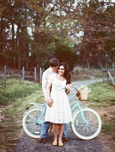 A vintage bike makes any engagement session adorable! by Noi Tran Photography
