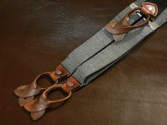 Bretelles/accolades pour hommes fabriqués à la main. 100 % laine-fumée noir et gris Sterling. Bouton en cuir marron se termine.
