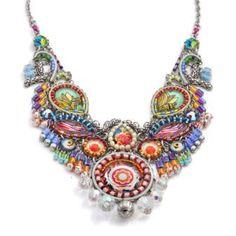 Maravilloso collar de la colección de primavera 2014 de AyalaBar. Puedes encontrarlo en Trébole