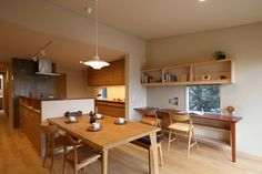 Combo of dining room and study, good way of multi purposing the usually underutilized dining room into. Kitchen Dinning Room, Dining Room Walls, Muji Haus, Japan Interior, House Rooms, Kitchen Interior, Cool Kitchens, Home Furnishings, House Design