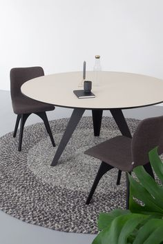 Round dining table Belly l Kees Marcelis l Odesi. Your Dutch Design. - - Round dining table Belly l Kees Marcelis l Odesi. Your Dutch Design. Dining Table Chairs, Round Dining Table, Dining Area, Kitchen Dining, Tables, Fenix Ntm, Bedroom Cupboards, Dinner Table, Chair Design