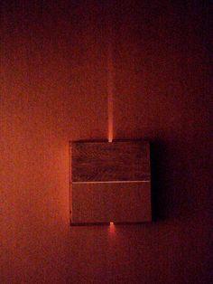 (1) To je bedýnka číslo 1 trochu osvětlená zvenčí... Vnitřní hoření, spojení Neb se Zemí, jo a je to čtverec... Ze dvou obdélníků tedy :-)