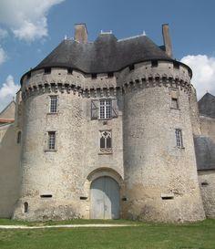 Château de Barbezieux ~ Barbezieux-Saint-Hilaire ~ Poitou-Charentes ~ France