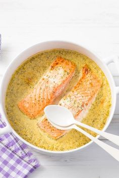 Homemade honey mustard dill sauce on oven salmon- Selbstgemachte Honig-Senf-Dill-Sauce auf Ofenlachs Homemade honey mustard dill sauce on oven salmon - Senf Dill Sauce, Sauce Au Miel, Baking Recipes, Snack Recipes, Diet Recipes, Homemade Honey Mustard, Grilled Fish Recipes, Gluten Free Recipes For Dinner, Baked Salmon