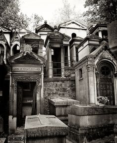 Truly the city of the dead... stunningly beautiful and tranquil I would love to visit this graveyard and tombs.