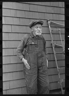 Andrew Ostermeyer, eighty-one years old. One of the original homesteaders. He has lost his farm to loan company. Still works and lives on farm of his son, Miller Township, Woodbury County, Iowa Photographer Russell Lee December 1936