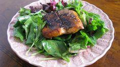 Maple-Glazed Salmon Salad with Warm Honey Mustard Vinaigrette Pink Salmon Recipes, Best Salmon Recipe, Baked Salmon Recipes, Seafood Recipes, Vegetarian Recipes, Dinner Recipes, Healthy Recipes, Healthy Eats, Fish Recipes