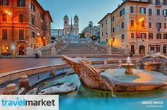 Ved Piazza de Spagna i Rom ligger Den Spanske Trappe. Trappen har fået sit navn, fordi den ligger ved Piazza di Spagna, som er opkaldt efter den spanske ambassade, der havde til huse på Palazzo di Spagna, og fordi området i 1600-tallet derfor blev anset for at være spansk territorium.  http://www.travelmarket.dk/italien/rom/billige-flybilletter.cfm  Kilde: Wikipedia