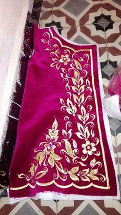Machine Embroidery Patterns, Embroidery Designs, Sanjeev Kumar, Kaftans, Diy Home Crafts, Model, Fashion, Flowers, Henna Designs