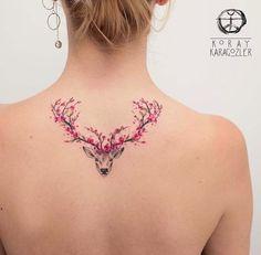 Tatuagem feminina nas costas: fotos para se inspirar!