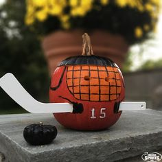 DIY Hockey Jack-O-Lantern! Learn how to make your own hockey pumpkin this Halloween! Fete Halloween, Halloween Celebration, Holidays Halloween, Halloween Pumpkins, Halloween Crafts, Happy Halloween, Halloween Decorations, Halloween Rocks, Fall Decorations