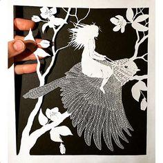 Arte em papel - Mulher voa em pássaro