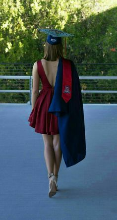 Graduation Outfits: Revealing 14 Attractive and Practical Ways - Outfit Ideas HQ graduation outfit college Graduation Outfits: Revealing 14 Attractive and Practical Ways Graduation Picture Poses, College Graduation Pictures, Graduation Photoshoot, Grad Pics, Graduation Ideas, Graduation Outfits For Women, Graduation Dress College Classy, Graduation Party Outfits, College Graduation Announcements