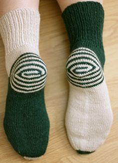 Double Heelix Socks Knit Mittens, Knitting Socks, Fashion Socks, Knitting Accessories, Lana, Crochet Projects, Knit Crochet, Diy And Crafts, Funny